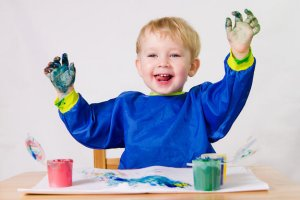 boy-finger-painting